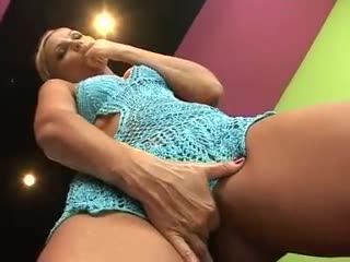 Golden-haired shoves a toy up her asshole