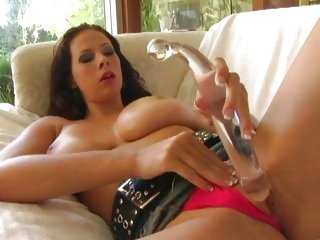 Rampant Gianna Michaels toys her dripping wet veejay