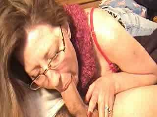 Mommy sucking cock for a bit of money