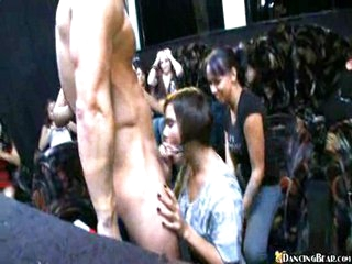 Naked chap has fun with blowing chicks