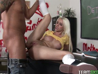 Fuck slut Stevie Shae gets slammed up her tight muff