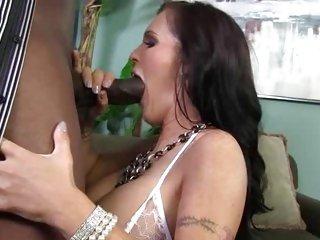 Jenna Presley throat fucks a massive skin flute