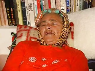 Horny grandma Heidrun is lying on the bed with her hair rollers on and thinks about something dirty. She spreads her legs and start fingering her unshaved pussy. A sex toy could help her feel much better and faster than her fingers can. She brings a dildo into action and sticks it in her filthy cunt!