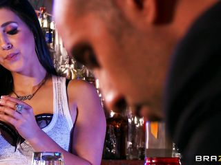 Watch this hot brunette with her long hair and her big tits trying to make a costumer happy. Look just how sexy she is pouring drinks on her sexy tits, it makes the guy there come and bite her hard nipples. You know she can make a costumer happy only by the way she is sucking his hard cock!