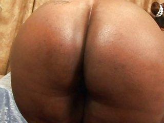 Chubby ebony lesbiens lick pussy